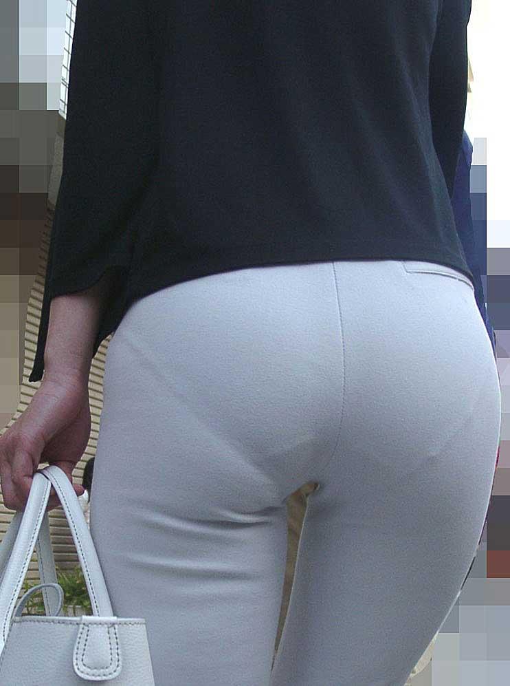 【透けパンツエロ画像】透けパン最高!スカートやズボンから透けるパンティー。オカズとしてお世話になっていますが、この透け具合女性陣は意識してんすか? 25