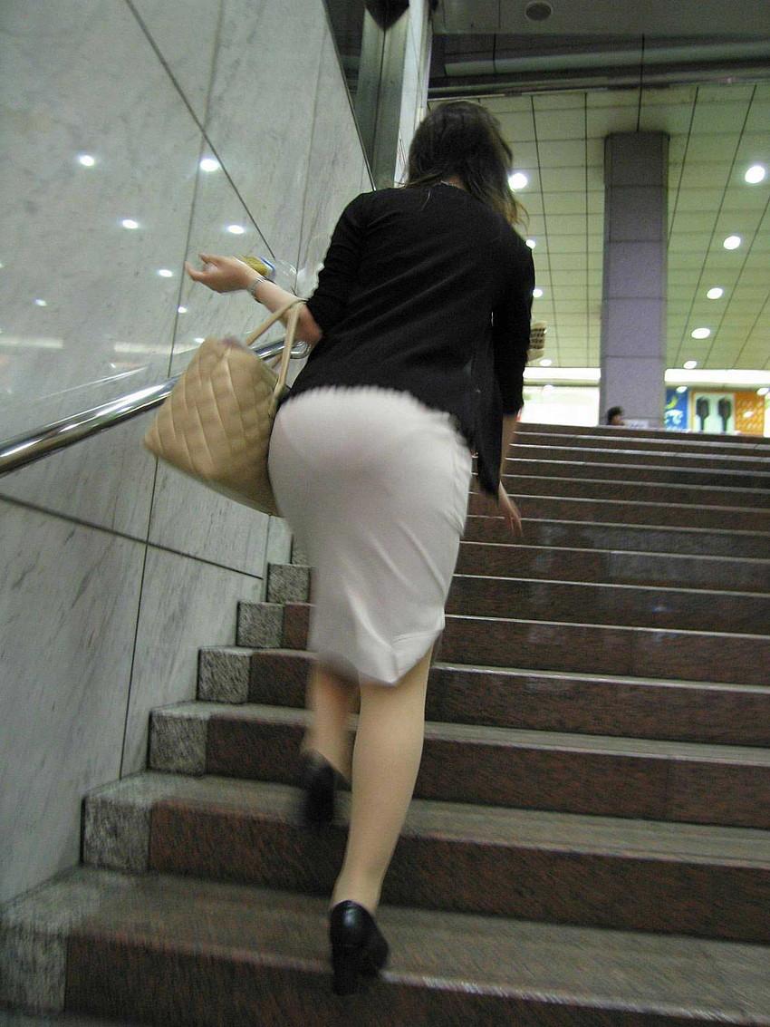 【透けパンツエロ画像】透けパン最高!スカートやズボンから透けるパンティー。オカズとしてお世話になっていますが、この透け具合女性陣は意識してんすか? 30