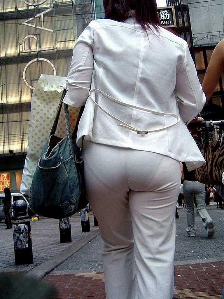 【透けパンツエロ画像】透けパン最高!スカートやズボンから透けるパンティー。オカズとしてお世話になっていますが、この透け具合女性陣は意識してんすか? 32