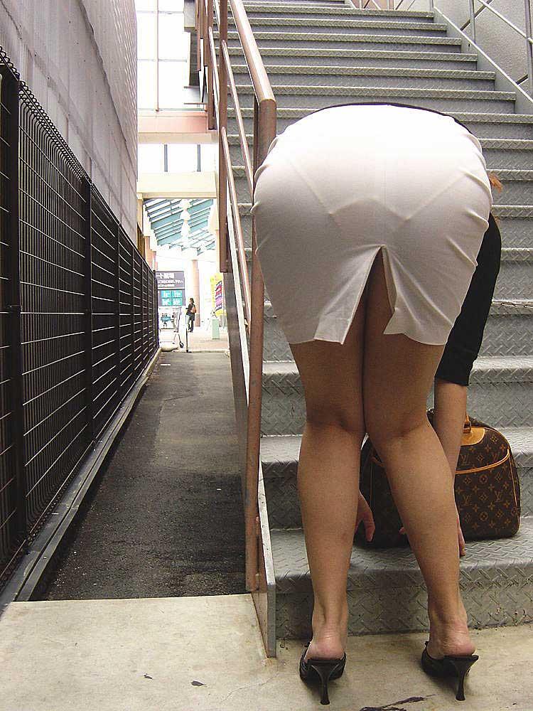 【透けパンツエロ画像】透けパン最高!スカートやズボンから透けるパンティー。オカズとしてお世話になっていますが、この透け具合女性陣は意識してんすか? 40