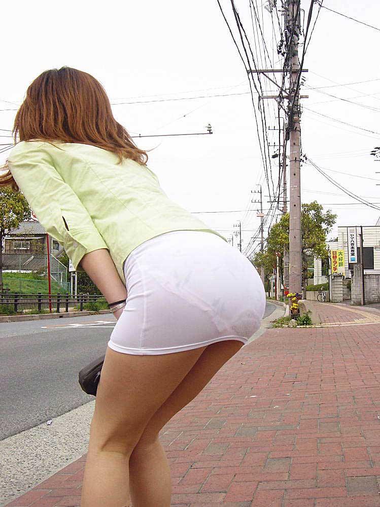 【透けパンツエロ画像】透けパン最高!スカートやズボンから透けるパンティー。オカズとしてお世話になっていますが、この透け具合女性陣は意識してんすか? 42