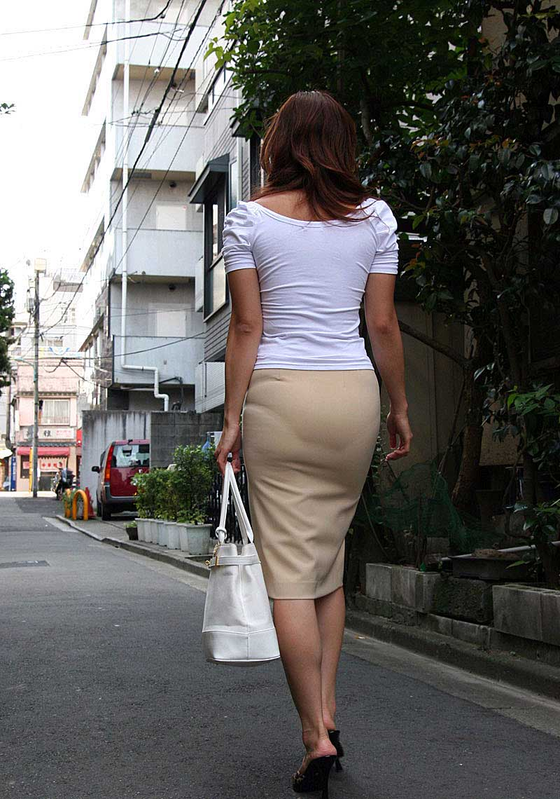 【透けパンツエロ画像】透けパン最高!スカートやズボンから透けるパンティー。オカズとしてお世話になっていますが、この透け具合女性陣は意識してんすか? 43