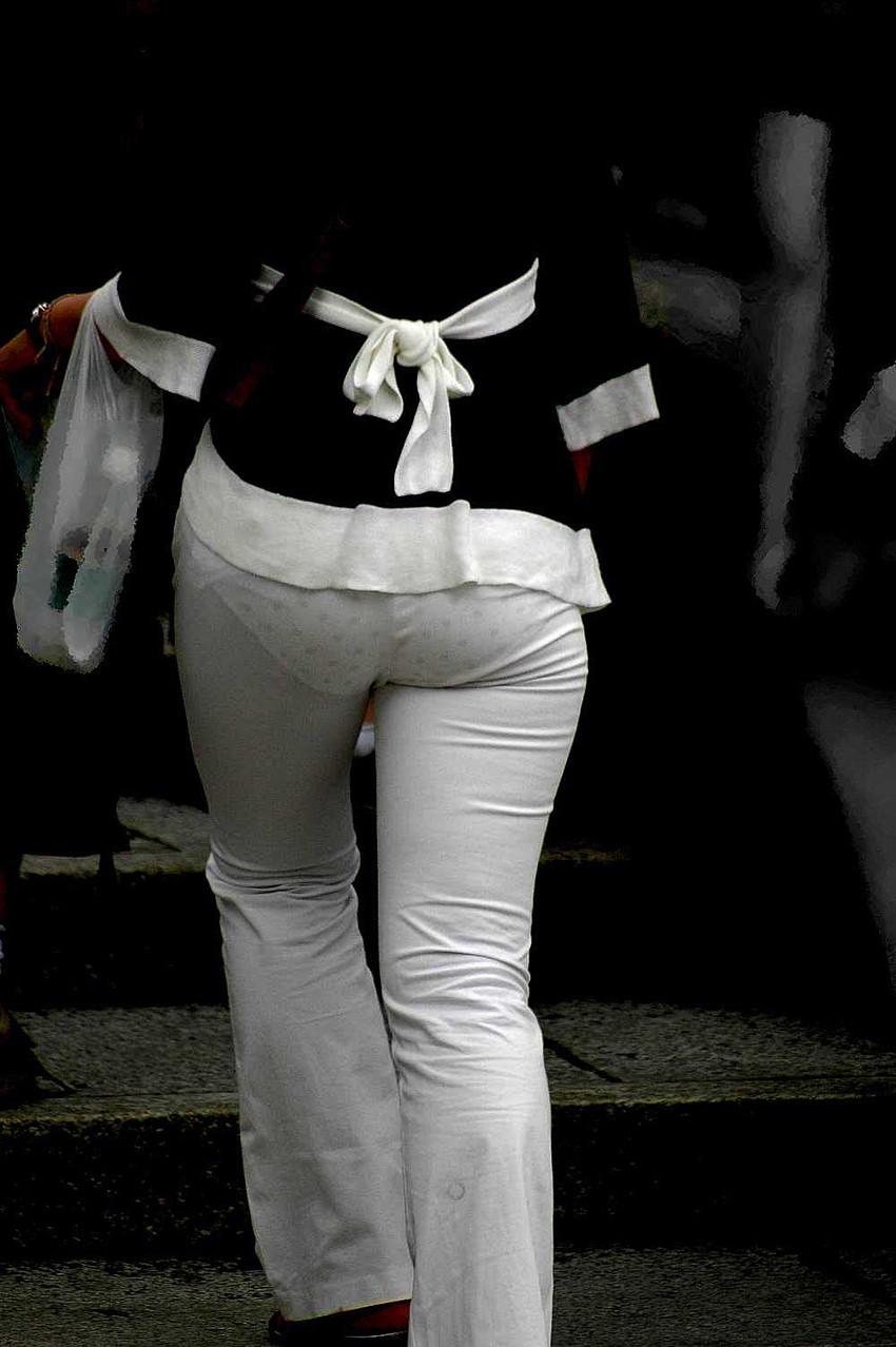 【透けパンツエロ画像】透けパン最高!スカートやズボンから透けるパンティー。オカズとしてお世話になっていますが、この透け具合女性陣は意識してんすか? 45