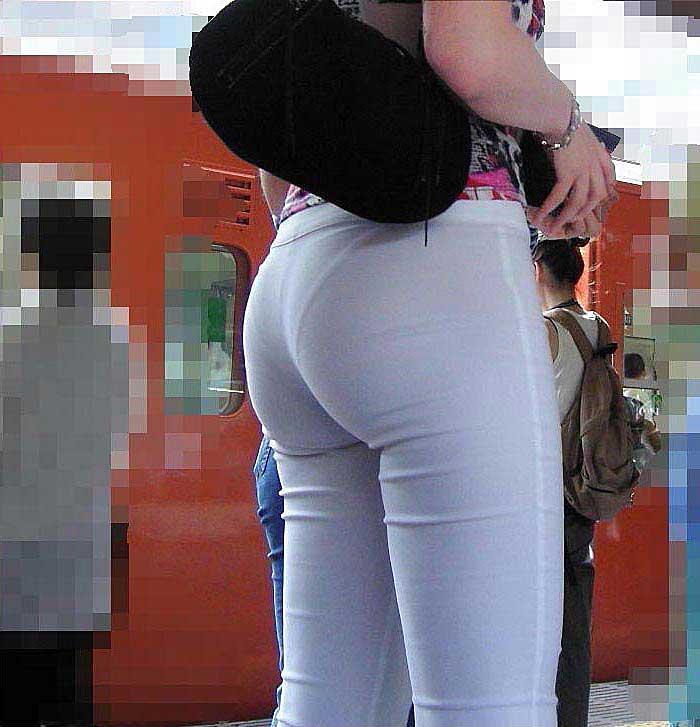 【透けパンツエロ画像】透けパン最高!スカートやズボンから透けるパンティー。オカズとしてお世話になっていますが、この透け具合女性陣は意識してんすか? 46