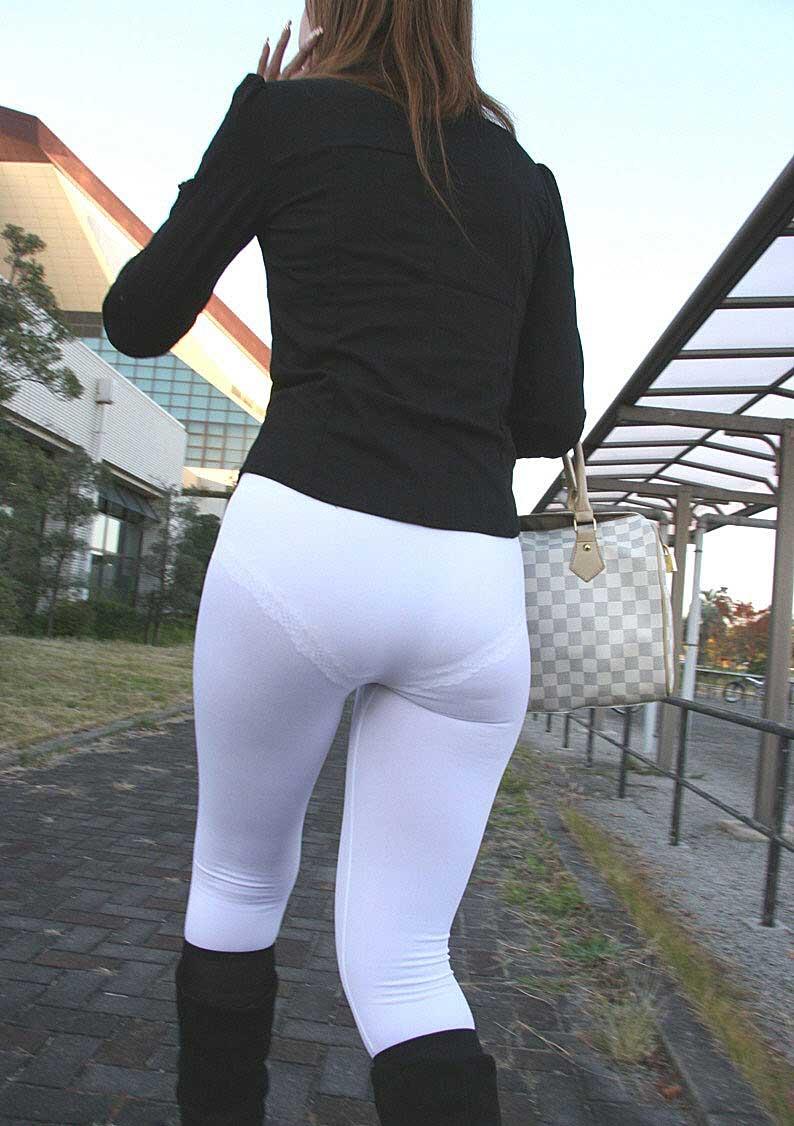 【透けパンツエロ画像】透けパン最高!スカートやズボンから透けるパンティー。オカズとしてお世話になっていますが、この透け具合女性陣は意識してんすか? 47