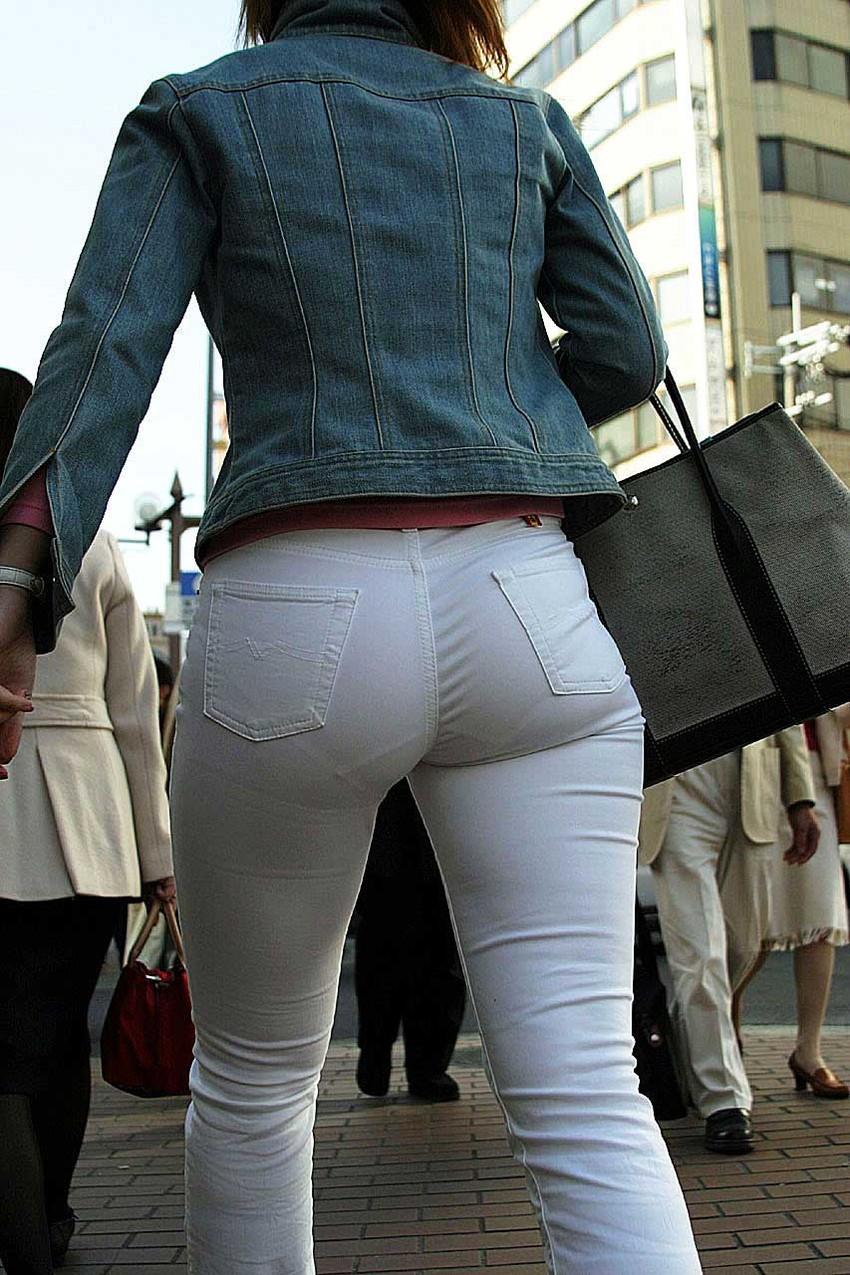【透けパンツエロ画像】透けパン最高!スカートやズボンから透けるパンティー。オカズとしてお世話になっていますが、この透け具合女性陣は意識してんすか? 49