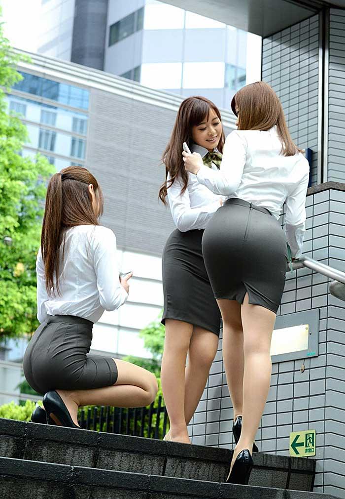 【OLエロ画像】OLのタイトスカートはなぜこんなにエロいのか!俺の会社にはこんな感じのOLがいない...と嘆く方々のために最高にいい感じのエロ画像を集めました! 14
