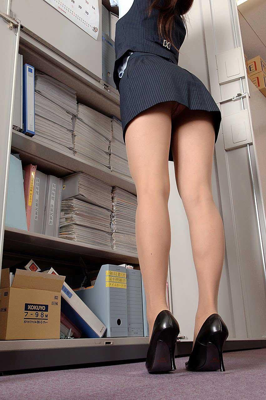 【OLエロ画像】OLのタイトスカートはなぜこんなにエロいのか!俺の会社にはこんな感じのOLがいない...と嘆く方々のために最高にいい感じのエロ画像を集めました! 38