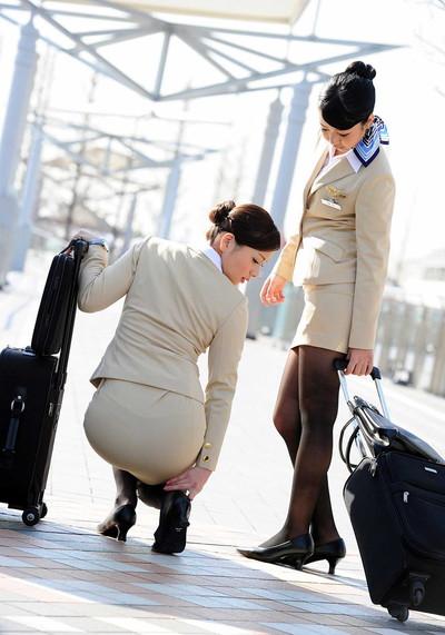 【OLエロ画像】OLのタイトスカートはなぜこんなにエロいのか!俺の会社にはこんな感じのOLがいない...と嘆く方々のために最高にいい感じのエロ画像を集めました! 18