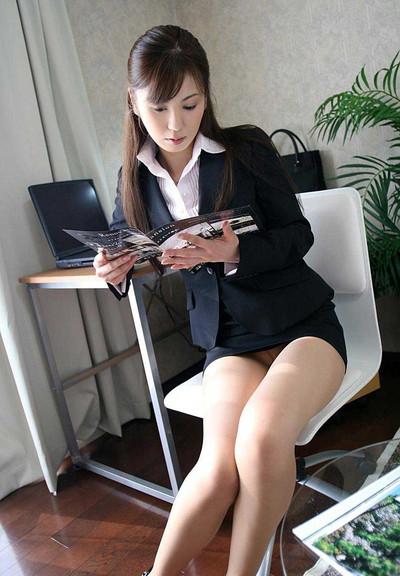 【OLエロ画像】OLのタイトスカートはなぜこんなにエロいのか!俺の会社にはこんな感じのOLがいない...と嘆く方々のために最高にいい感じのエロ画像を集めました! 37