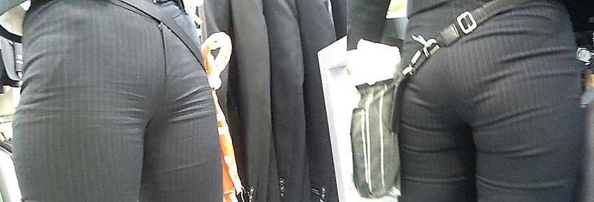 【パンツスーツエロ画像】タイトなパンツスーツの尻ほどエロいものは無い!街中で最もエロい恰好で歩いちゃってる働く女性達の尻画像厳選50枚でヌけ! 04