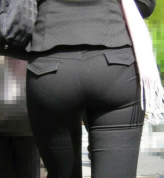 【パンツスーツエロ画像】タイトなパンツスーツの尻ほどエロいものは無い!街中で最もエロい恰好で歩いちゃってる働く女性達の尻画像厳選50枚でヌけ! 25