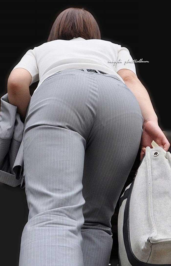 【パンツスーツエロ画像】タイトなパンツスーツの尻ほどエロいものは無い!街中で最もエロい恰好で歩いちゃってる働く女性達の尻画像厳選50枚でヌけ! 35