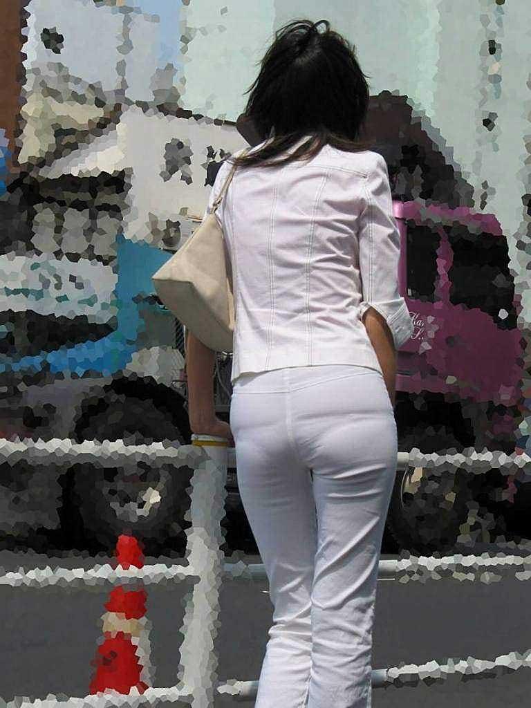 【パンツスーツエロ画像】タイトなパンツスーツの尻ほどエロいものは無い!街中で最もエロい恰好で歩いちゃってる働く女性達の尻画像厳選50枚でヌけ! 42