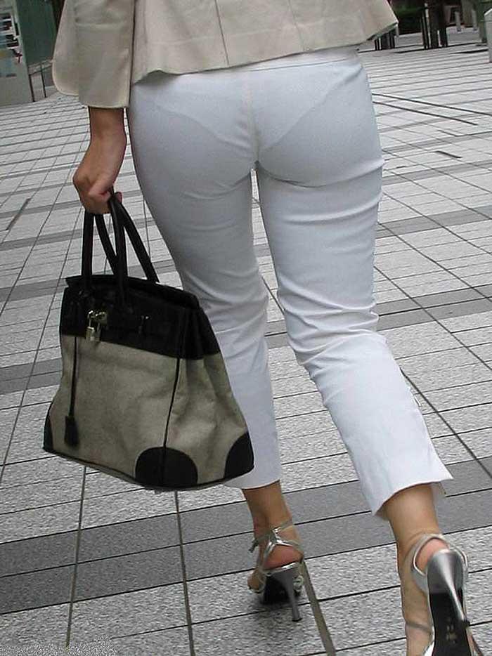 【パンツスーツエロ画像】タイトなパンツスーツの尻ほどエロいものは無い!街中で最もエロい恰好で歩いちゃってる働く女性達の尻画像厳選50枚でヌけ! 43