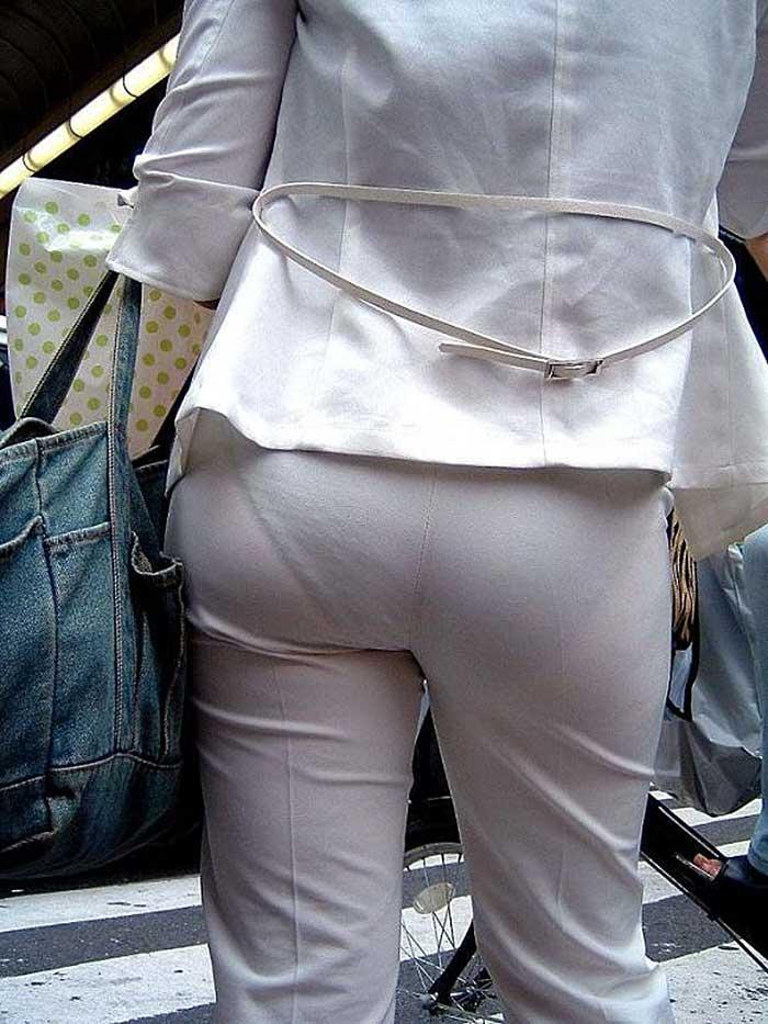 【パンツスーツエロ画像】タイトなパンツスーツの尻ほどエロいものは無い!街中で最もエロい恰好で歩いちゃってる働く女性達の尻画像厳選50枚でヌけ! 50