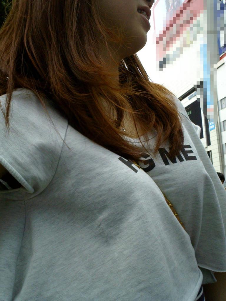 【パイスラッシュエロ画像】カバンをたすき掛けしてる女性のおっぱいエロすぎ!安全とエロのためにぜひカバンはたすき掛けをしましょう! 07