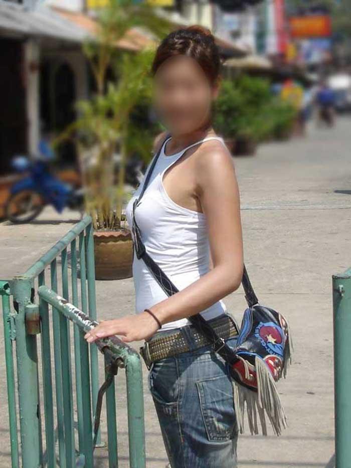 【パイスラッシュエロ画像】カバンをたすき掛けしてる女性のおっぱいエロすぎ!安全とエロのためにぜひカバンはたすき掛けをしましょう! 35
