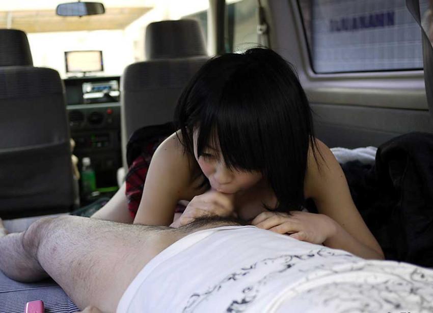 【車内フェラエロ画像】車内でフェラってドキドキで超エロい!もう誰かに見られちゃってもいいよね的な車の中でのフェラ画像50枚 33