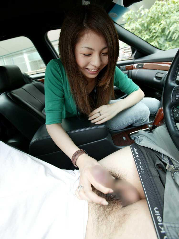 【車内フェラエロ画像】車内でフェラってドキドキで超エロい!もう誰かに見られちゃってもいいよね的な車の中でのフェラ画像50枚 35