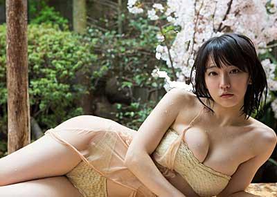NHK朝ドラ出演中の若手女優、吉岡里帆の売れる前の巨乳晒す姿がエ□すぎww
