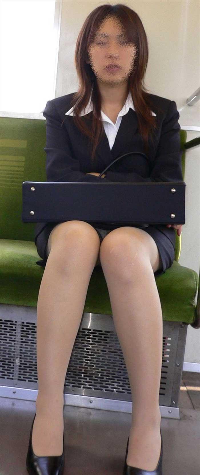 【リクルートスーツエロ画像】頑張りエロの最高峰、リクルートスーツ!女性は永遠に就活していてほしいすww穴が開くほど見てしまうリ就活スーツエロ画像 06