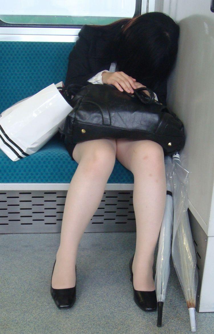 【リクルートスーツエロ画像】頑張りエロの最高峰、リクルートスーツ!女性は永遠に就活していてほしいすww穴が開くほど見てしまうリ就活スーツエロ画像 26