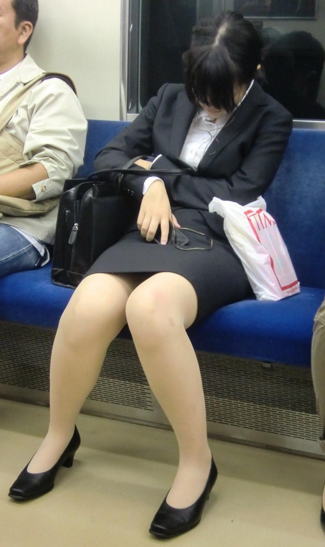 【リクルートスーツエロ画像】頑張りエロの最高峰、リクルートスーツ!女性は永遠に就活していてほしいすww穴が開くほど見てしまうリ就活スーツエロ画像 30