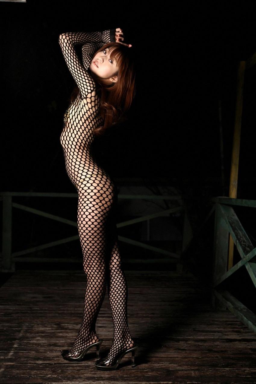 【全身タイツエロ画像】裸に全身タイツが普通の網タイツより100万倍エロいという法則!乳首完全にこすれちゃってますよねwwどんどん勃起してますよ 26
