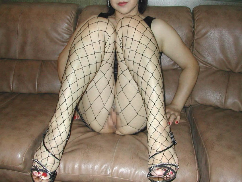 【全身タイツエロ画像】裸に全身タイツが普通の網タイツより100万倍エロいという法則!乳首完全にこすれちゃってますよねwwどんどん勃起してますよ 39