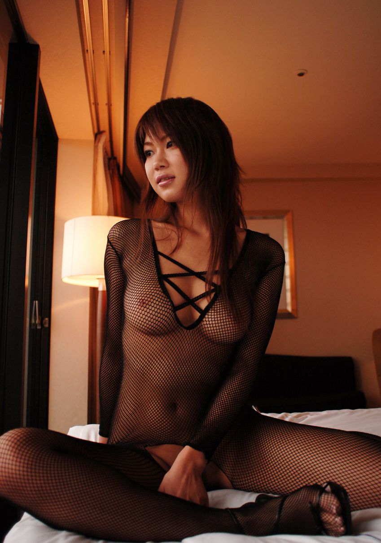 【全身タイツエロ画像】裸に全身タイツが普通の網タイツより100万倍エロいという法則!乳首完全にこすれちゃってますよねwwどんどん勃起してますよ 49
