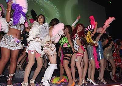ワンレン・ボディコンのお姉ちゃんがパ○チラしながら踊り狂った昭和のディスコがすげーwww