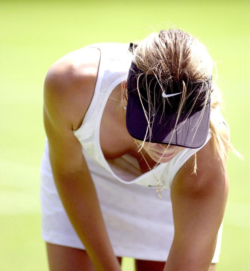【シャラポアエロ画像】恐らく世界中で最もオカズにされたアスリートwwフェロモン前回テニスプレーヤー「マリア・シャラポア」の乳首ポチ・スジ画像集。 34