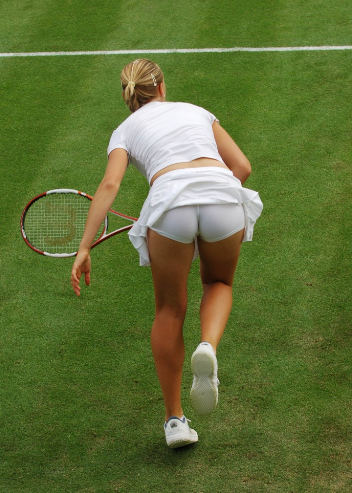 【シャラポアエロ画像】恐らく世界中で最もオカズにされたアスリートwwフェロモン前回テニスプレーヤー「マリア・シャラポア」の乳首ポチ・スジ画像集。 42