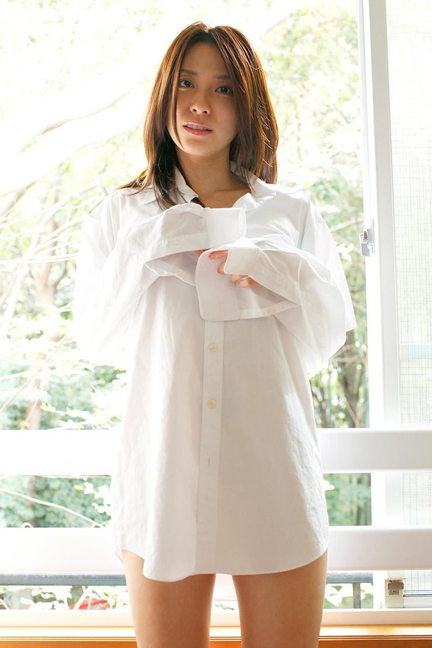 【白シャツエロ画像】白シャツから透ける乳首やアンダーヘアーが極めつけにエロい!下も履かずに白シャツだけなんて、完全にエロ狙いでしょうw 23