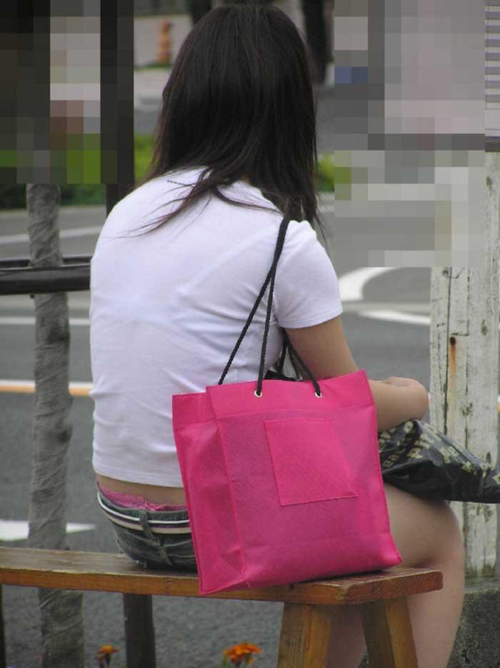 【Tシャツ透けエロ画像】ブラだ水着だ乳首だ!透けるTシャツおエロさは最高です。海や街で見つけた透っけ透けのエロ画像50選! 17