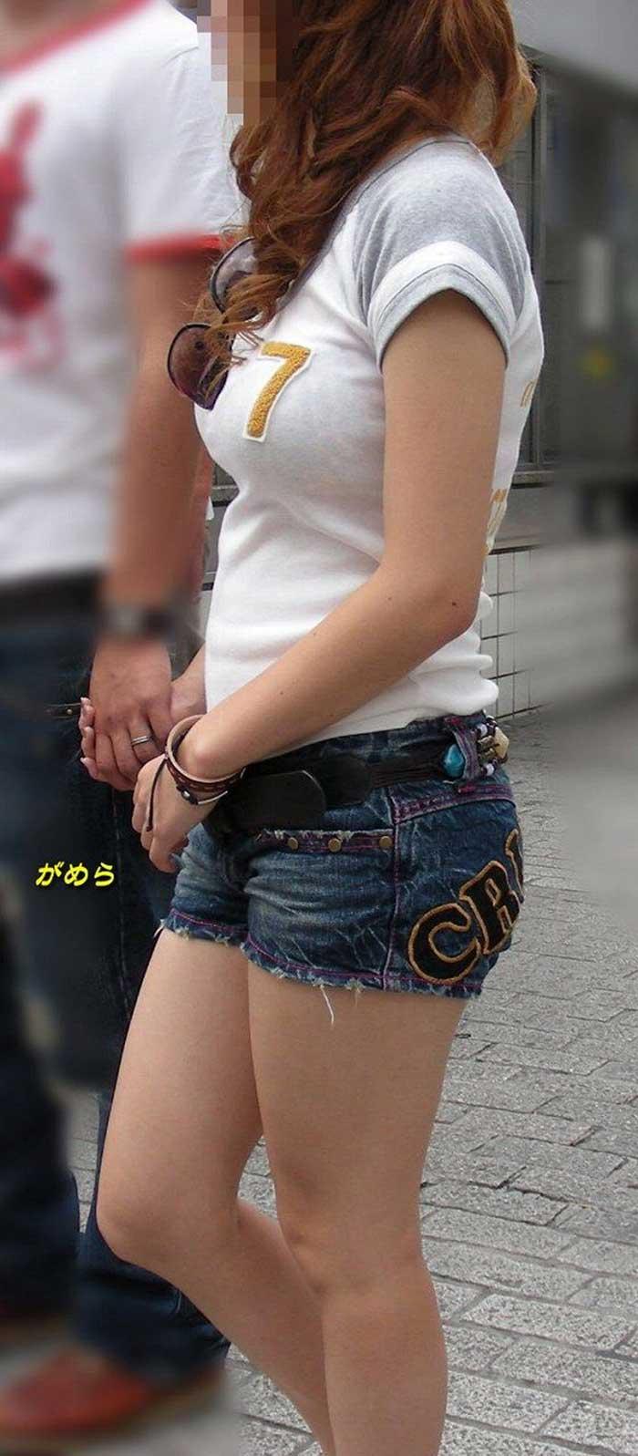 【Tシャツ透けエロ画像】ブラだ水着だ乳首だ!透けるTシャツおエロさは最高です。海や街で見つけた透っけ透けのエロ画像50選! 22