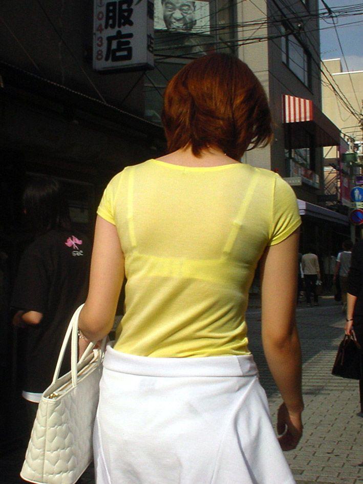 【Tシャツ透けエロ画像】ブラだ水着だ乳首だ!透けるTシャツおエロさは最高です。海や街で見つけた透っけ透けのエロ画像50選! 32
