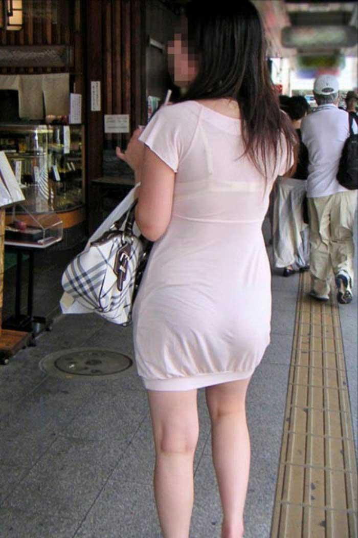 【Tシャツ透けエロ画像】ブラだ水着だ乳首だ!透けるTシャツおエロさは最高です。海や街で見つけた透っけ透けのエロ画像50選! 37