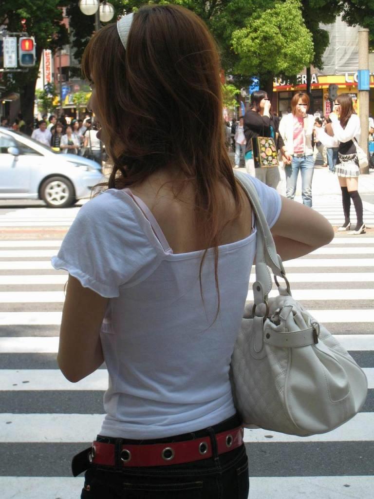 【Tシャツ透けエロ画像】ブラだ水着だ乳首だ!透けるTシャツおエロさは最高です。海や街で見つけた透っけ透けのエロ画像50選! 43