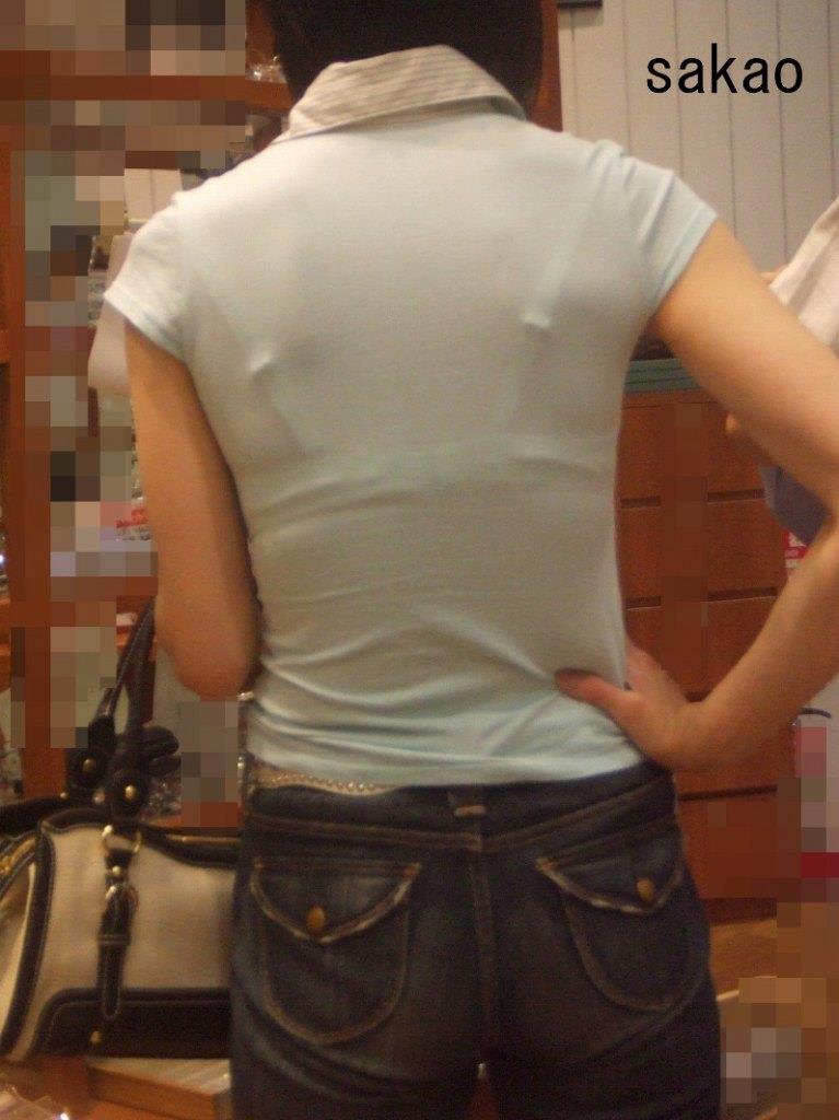 【Tシャツ透けエロ画像】ブラだ水着だ乳首だ!透けるTシャツおエロさは最高です。海や街で見つけた透っけ透けのエロ画像50選! 44