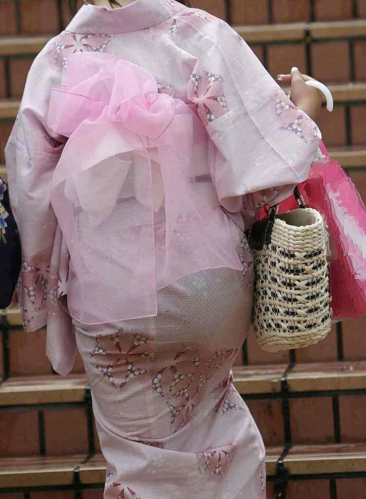 【祭りエロ画像】カップルからのおすそ分けwwお祭りでテンション上がってる娘のパンチラやお神輿での乳首露出など・・お祭りエロ画像集 16