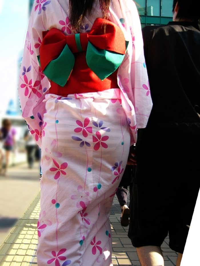 【祭りエロ画像】カップルからのおすそ分けwwお祭りでテンション上がってる娘のパンチラやお神輿での乳首露出など・・お祭りエロ画像集 21