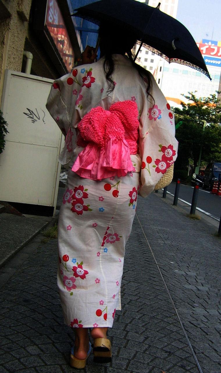 【祭りエロ画像】カップルからのおすそ分けwwお祭りでテンション上がってる娘のパンチラやお神輿での乳首露出など・・お祭りエロ画像集 22