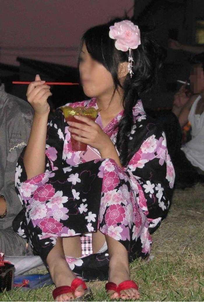 【祭りエロ画像】カップルからのおすそ分けwwお祭りでテンション上がってる娘のパンチラやお神輿での乳首露出など・・お祭りエロ画像集 28
