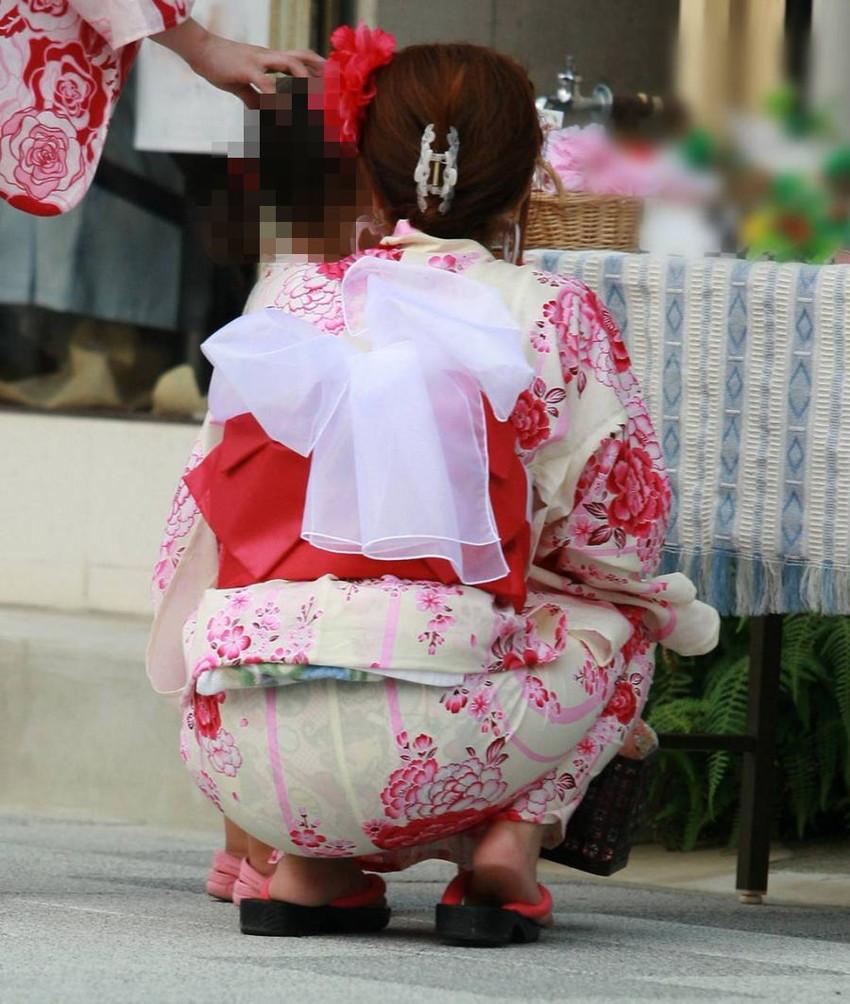 【祭りエロ画像】カップルからのおすそ分けwwお祭りでテンション上がってる娘のパンチラやお神輿での乳首露出など・・お祭りエロ画像集 43