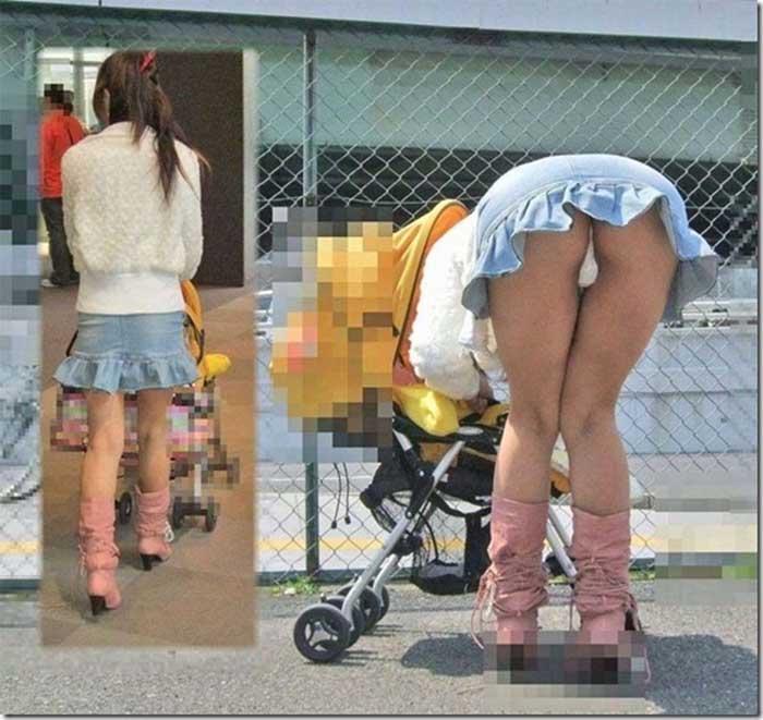 【ママエロ画像】若いママの胸チラ、パンチラがたまらなくエロい!子連れ主婦のユルいぶぶんを狙い撃ちした画像集でヌこう! 08