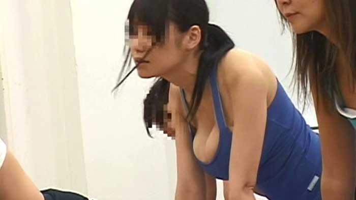 【スポーツウエアエロ画像】スポーツジムってこんなにエロいの!こんなにやらしい恰好した娘が見られるなんて会費安いとさえ感じてしまうエロ画像集 32