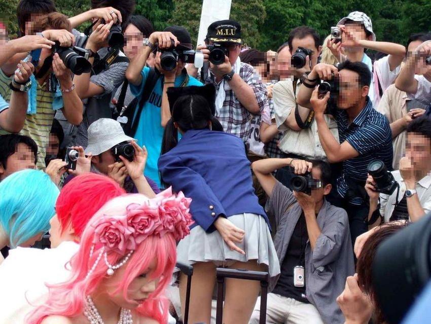 【コスプレエロ画像】コミケ会場に行きにくい人のために、コスプレイヤーの乳首チラ、パンチラエロ画像を集めてみました。コスプレ集中しすぎ! 34