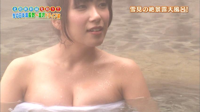 【温泉エロ画像】温泉とおっぱいの組み合わせが王道エロでヌける!温泉ロケで映っちゃったりグラビアだったり温泉とおっぱいの画像集 09